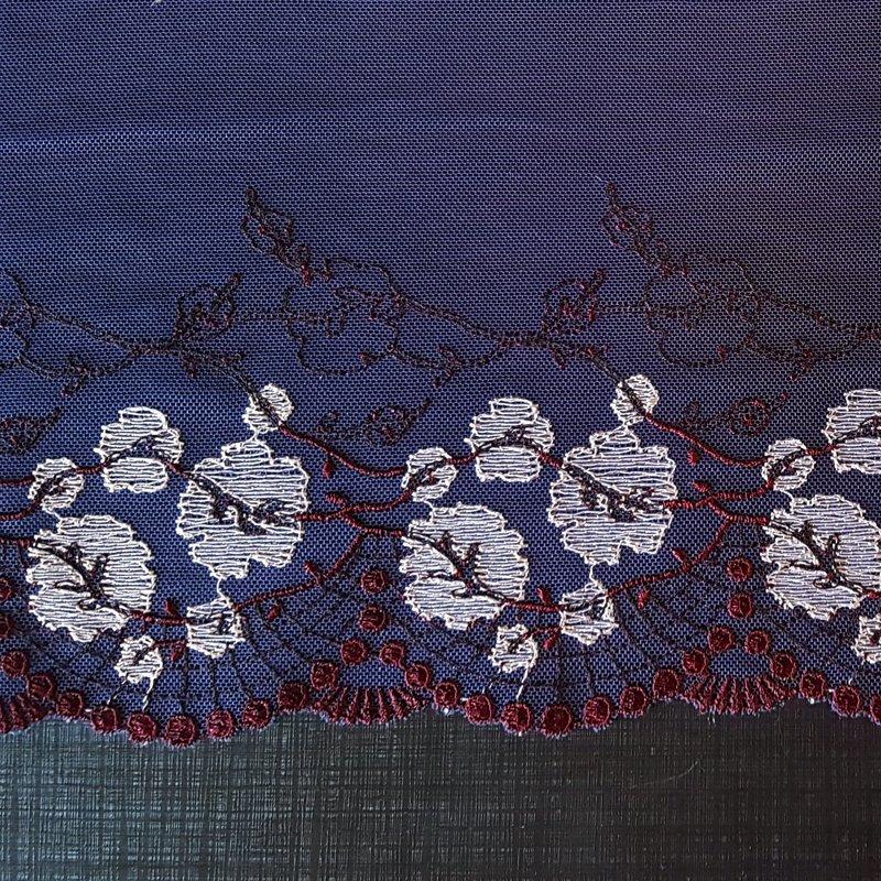 Mežģīne (Tumši zila ar ziediem)
