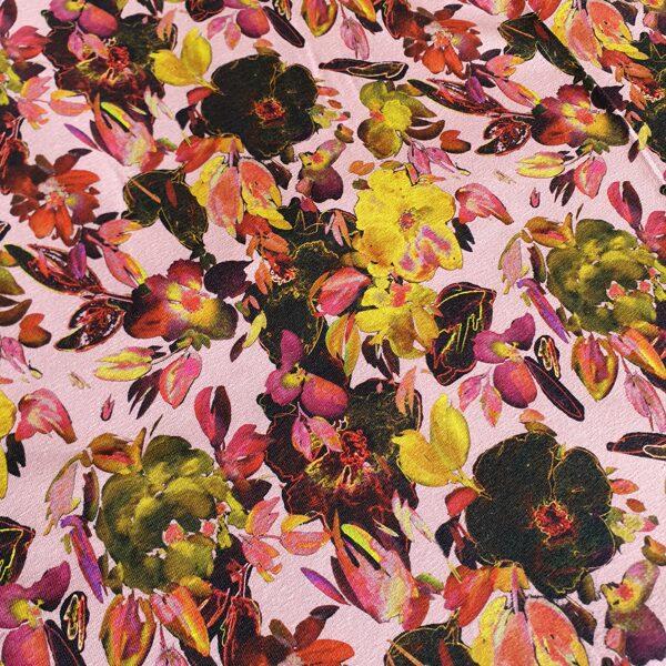 Ziedi uz rozā fona plānā kokvilnas trikotāža